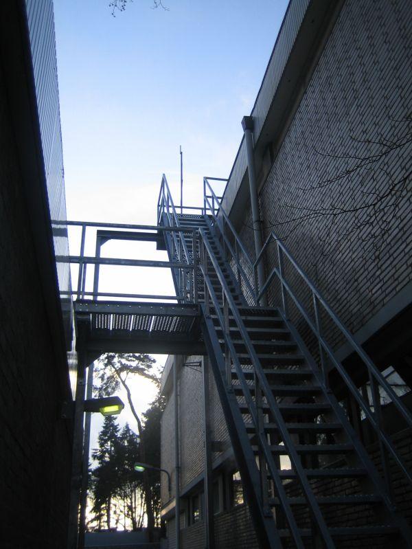 Diverse trappen en hekwerken